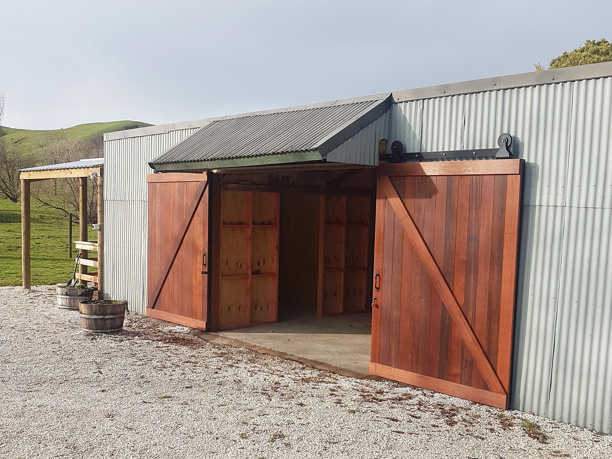 img-architectural-general-farm-shed-doors-open